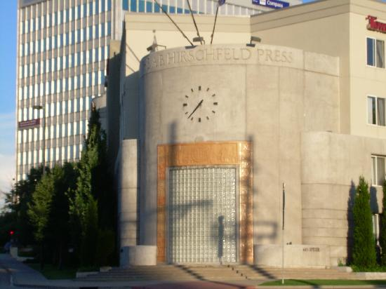 TownePlace Suites Denver Downtown: Interest Art Deco facade from when the hotel was a printers