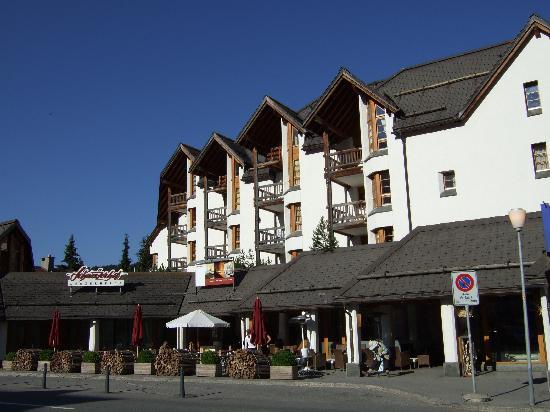 Hotel Schweizerhof: ホテルの正面