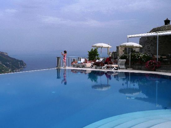The most fabulous infinity pool picture of belmond hotel for Hotels in ravello with swimming pool