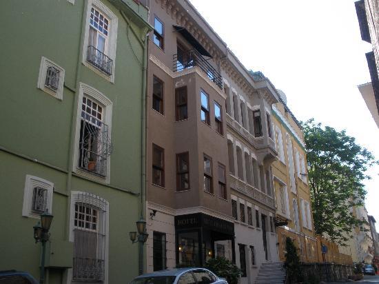 Ibrahim Pasha Hotel: Front of hotel