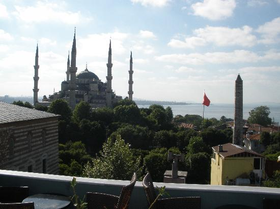 Ibrahim Pasha Hotel: View from hotel roof (Museum of Turkish & Islamic Arts on left, Blue Mosque, Obelisk in Hippodro
