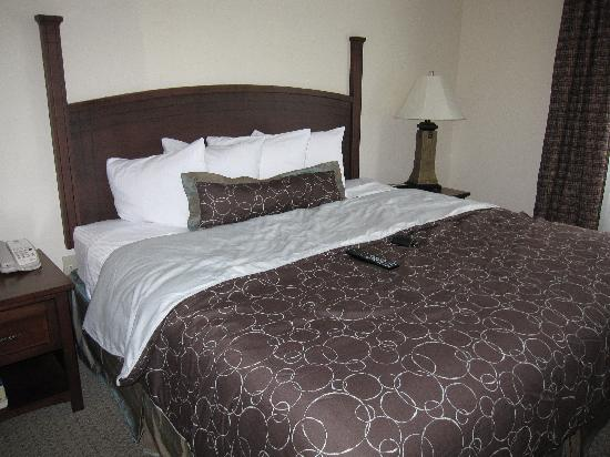 Staybridge Suites Austin Airport: King bed
