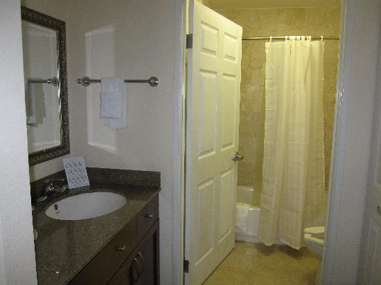 Staybridge Suites Austin Airport: Bathroom