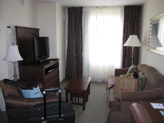 Staybridge Suites Austin Airport: Living room