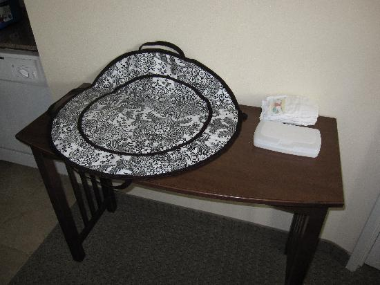 Staybridge Suites Austin Airport: Makeshift change table!