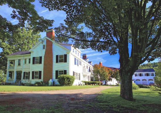 The White House Inn: White House Inn Entrance
