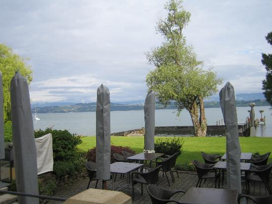 La Pinte du Vieux Manoir: View of the lake from the dining terrace