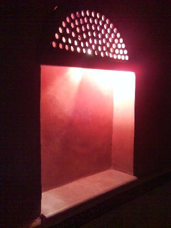 Alhambra Thalasso Hotel: Lampe Salle de Bain