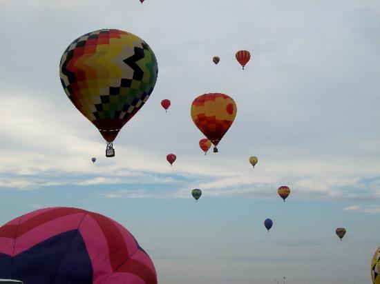 McCamly Plaza Hotel : balloon launch