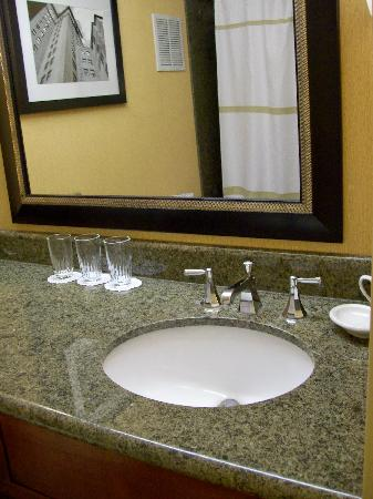 McCamly Plaza Hotel: Nice bathrooms