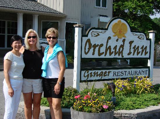Orchid Inn : Hostess Cindy and guests.