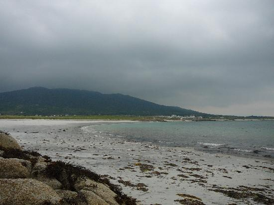 Roundstone, Ireland: Gurteen Bay, looking back toward Errisbeg
