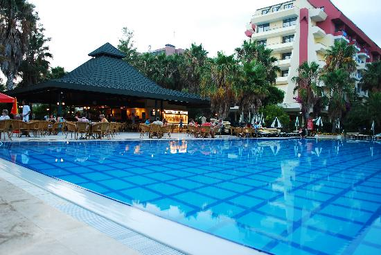 Meryan Hotel: pool area