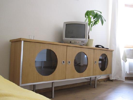 Schoenhouse Apartments: Der Fernseher