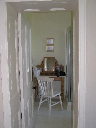 Neuadd Lwyd: Entrance to the bathroom