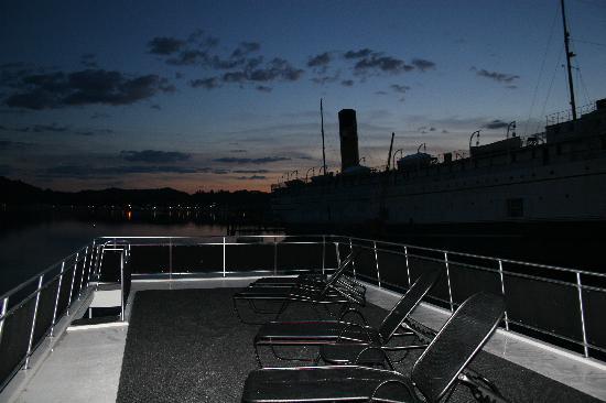 Sea Suites Boat & Breakfast: Top deck of boat