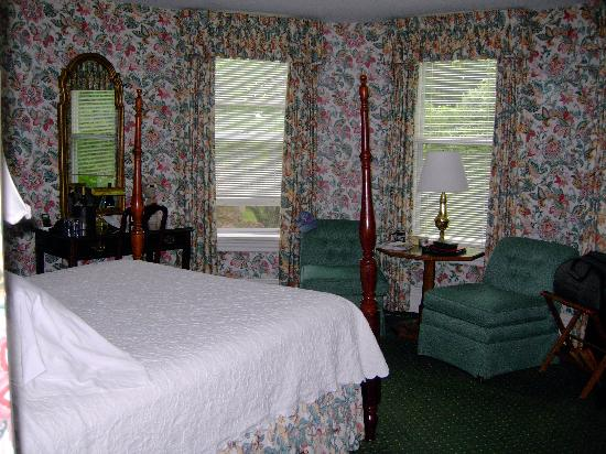 "‪‪West Lane Inn‬: Our ""floral"" room‬"