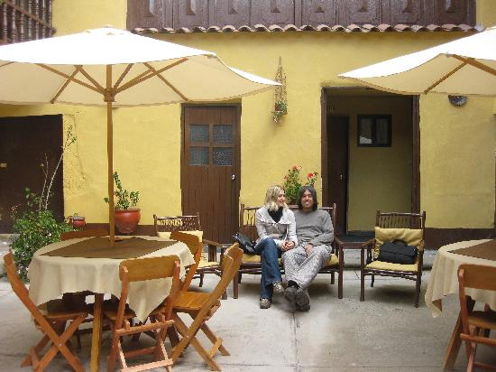 Hostal Quipu Cusco: The lovely couple in the terrace