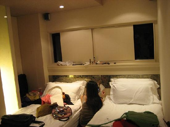 Mingle Place On The Wing: Standard Bedroom- enough room for 2 people only