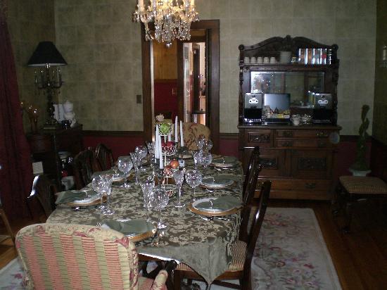 Sobotta Manor Bed & Breakfast: Elegant breakfast setting