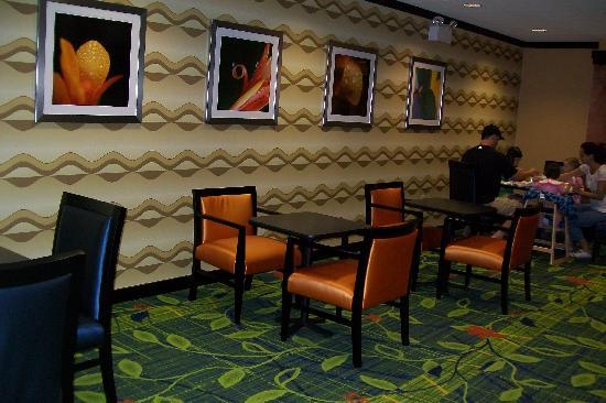 Fairfield Inn & Suites New Buffalo: eating area