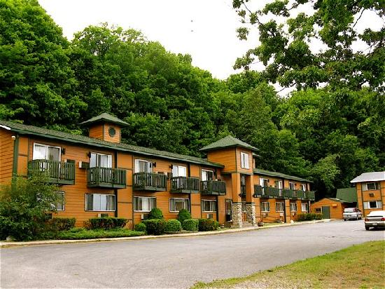 Econo Lodge Lakeside: This is the building I stayed in.