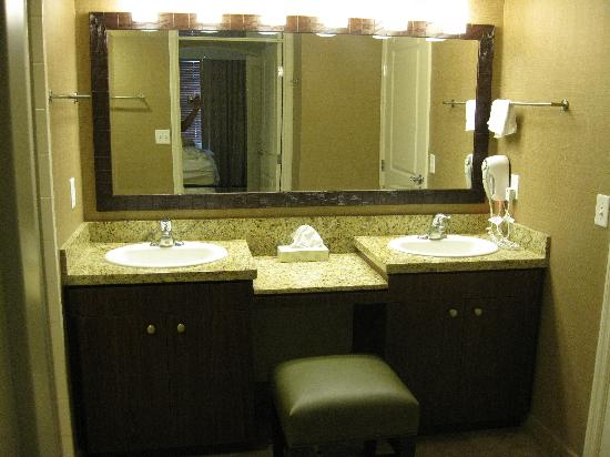 The Grandview at Las Vegas: Daisy 1701 Bathroom
