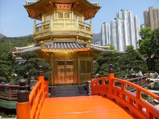 สำนักนางชี ชีหลิน: Ett hus på en ö i parken