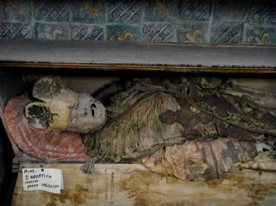 Kapuzinergruft von Palermo (Le Catacombe dei Cappuccini): a king??