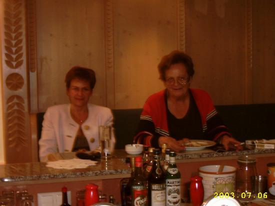 Serfaus, Österreich: De grandes amies, Olga et Pétra