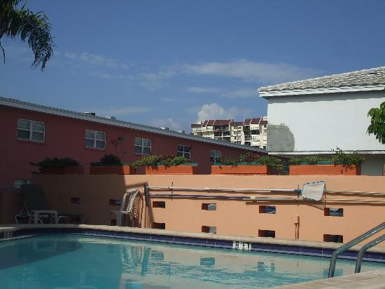 Sunrise Motel pool