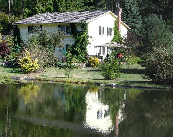 Northwest Language Cultural Center Guesthouse: The Pond
