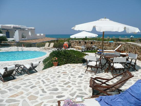 Villa Marandi Luxury Suites: poolside