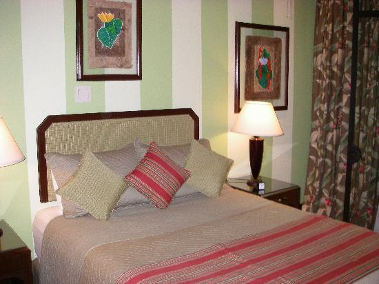 Hotel Grano de Oro San Jose: Our comfortable bed.
