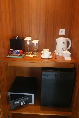 The Samaya Bali Seminyak: Daily-refreshed mini-bar and tea and coffee