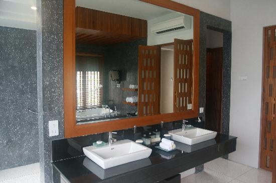 The Samaya Bali Seminyak: Double wash basin ..
