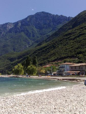 Albergo San Remo: Small rock beach front of the hotel