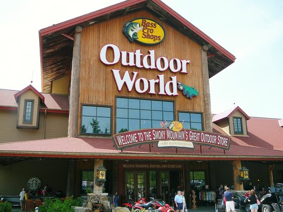 Sevierville, TN: Entrance to Bass Pro Shops Outdoor World