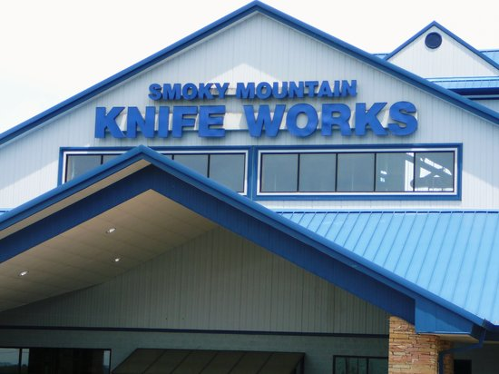 Sevierville, TN: Entrance to Smoky Mountain Knife Works