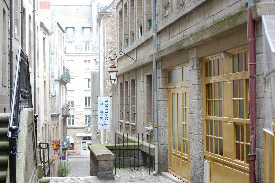 Hôtel Le Nautilus : Street view inside St. Malo