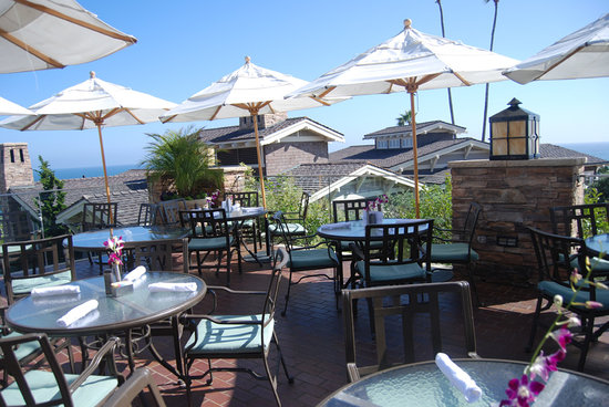 Mosaic Bar & Grille at Montage : outside patio