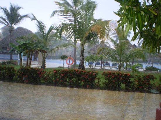 Grand Bahia Principe Punta Cana: LLuvia tropical, al rato solradiante