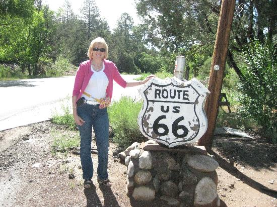 The Bobcat Inn: Historic Route 66 is close by