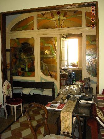 Ca' Fosca due Torri: la vetrata decò tra cucina e soggiorno