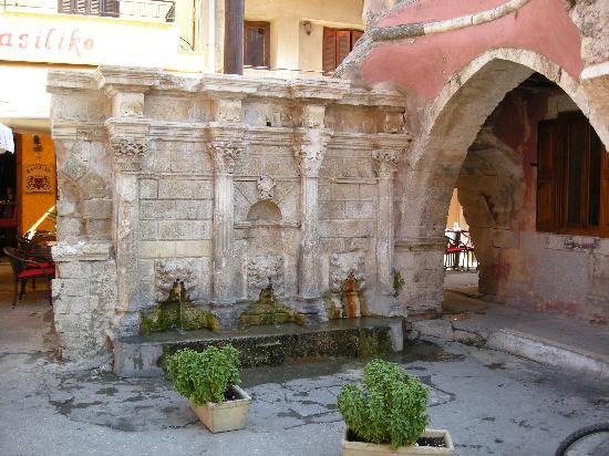 Palazzo Rimondi: Rethymno town - fountain