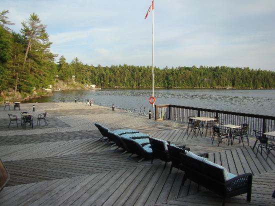 تاتشستون أون ليك موسكوكا: Dock by the lake