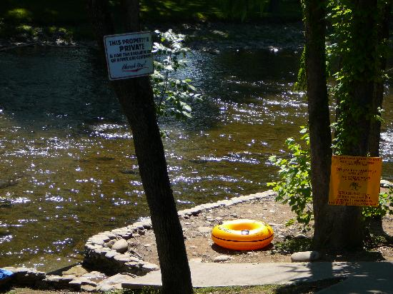 Smoky Mountain River Rat: Lower Trip put in area next to River Rat Main Outpost building