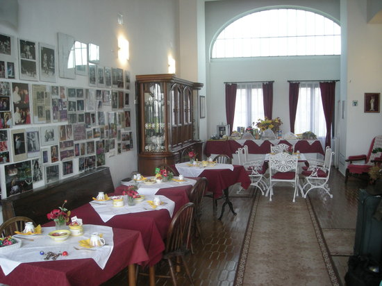 Il Casale B&B: the spacious dining area
