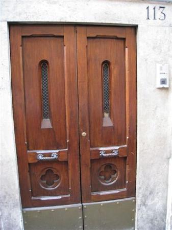 Nostra Signora di Lourdes: Front door