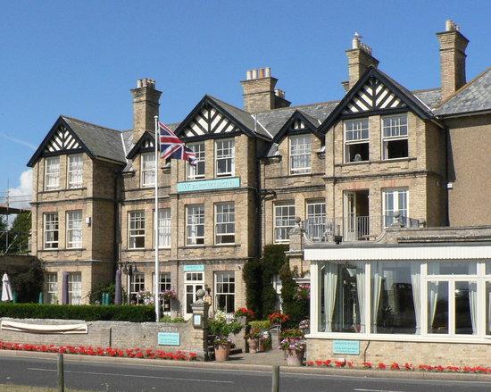 Aldeburgh, UK: Hotel sea frontage